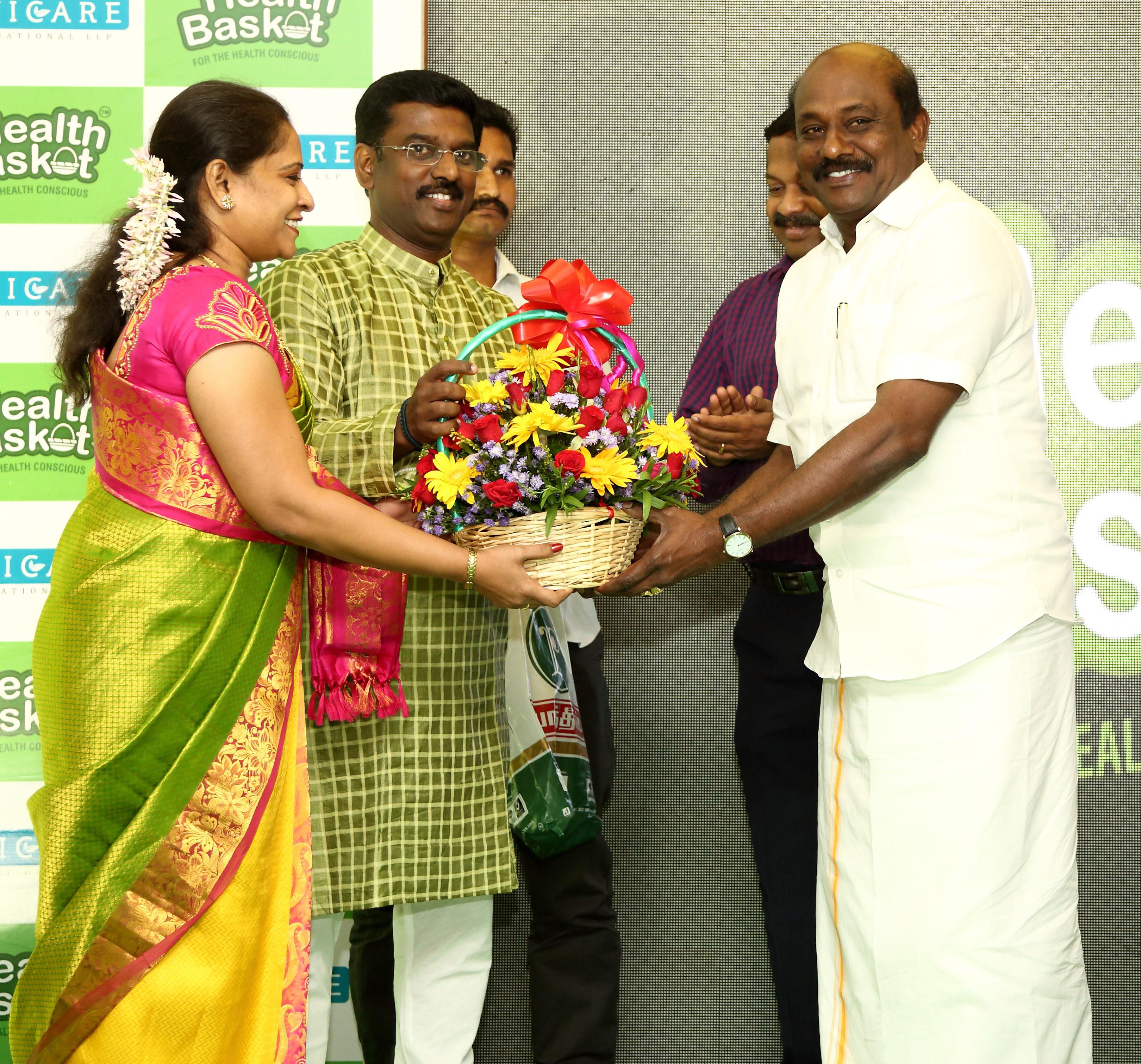 Mr. Kathiravan with Tamil Nadu Vanigar Sangam Head Mr. Vikrama Raja