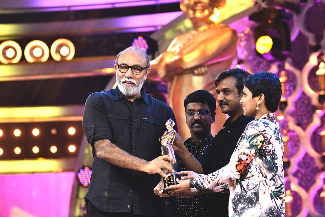 Legendary Actor Mr.Sathyaraj received an award in the presence of K.V.Kathiravan, from Social Activists Mr.Thirumurgan Gandhi & Mrs.Kausalya.